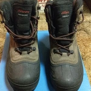Like new Columbia hikers